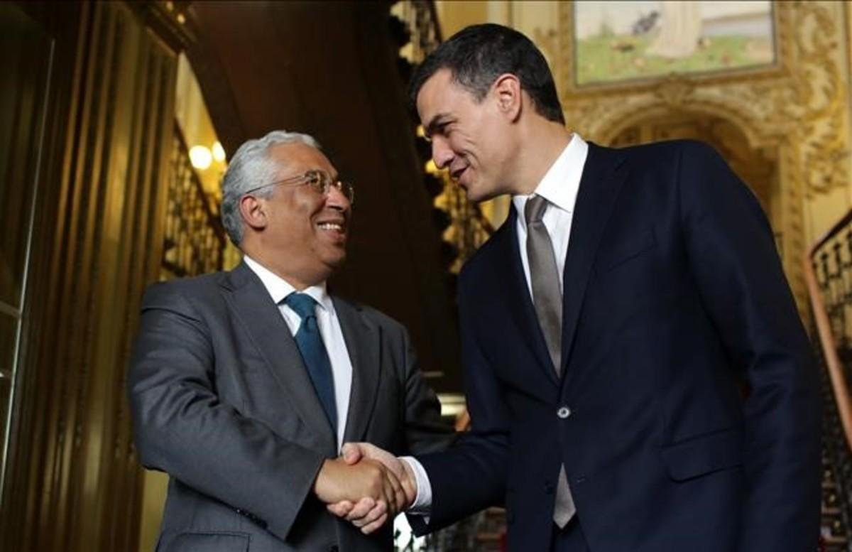 El primer ministro de Portugal, António Costa, y Pedro Sánchez, el 7 de enero del 2016 en Lisboa