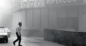 El atentado ocurrido en Hipercor, el 19 de junio de 1987, abre el programa y sirve para hablar del terrorismo.