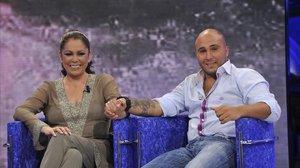 Isabel Pantoja y su hijo Kiko Rivera, en la gala de Supervivientes, en junio del 2011.