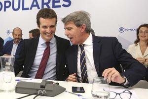 El presidente del PP, Pablo Casado, junto al presidente de la Comunidad, Ángel Garrido.
