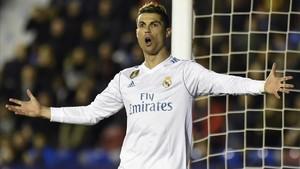 Cristiano Ronaldo se queja.