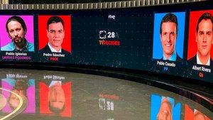 Plató del debate electoral que se celebra este lunes en RTVE, con Sánchez, Casado, Rivera e Iglesias.