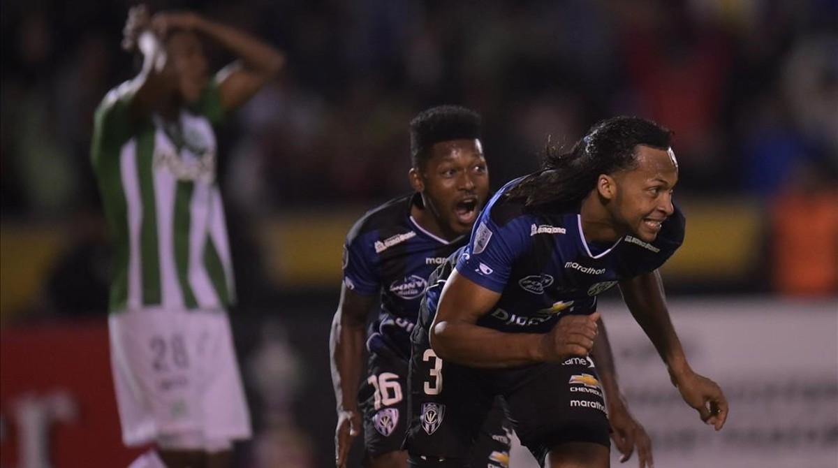 El defensade Independiente del Valle, Arturo Mina, celebra su gol anteAtlético Nacional enla final de la Copa Libertadores.