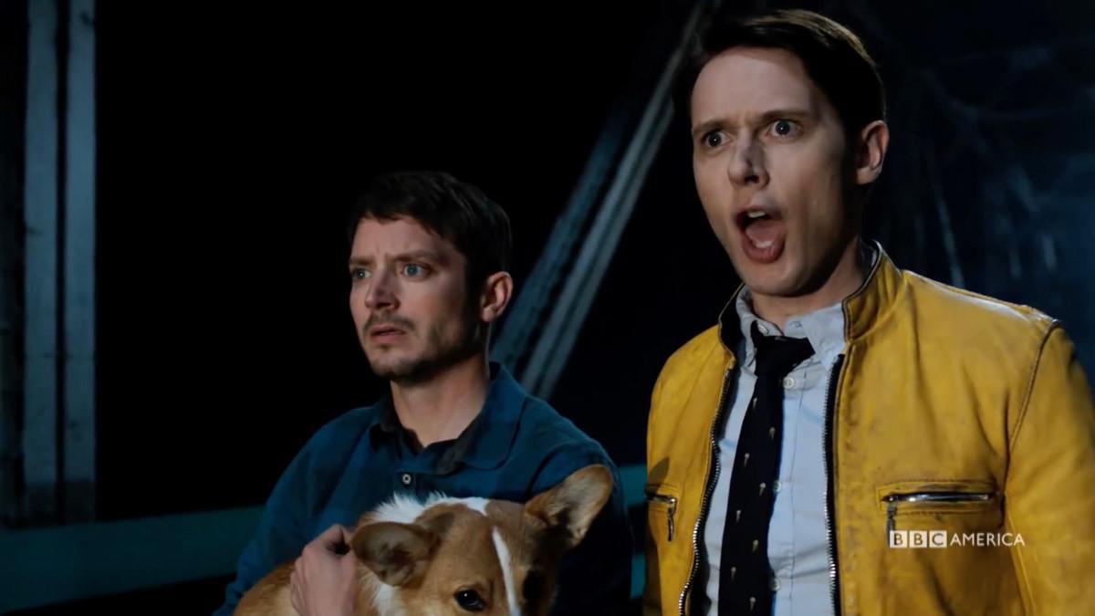 Elijah Wood ySamuel Barnett, en una imagen de 'Dirk Gently's holistic detective agency'.