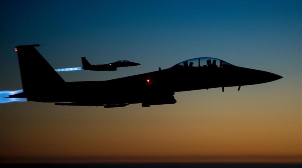 Dos aviones F-15.