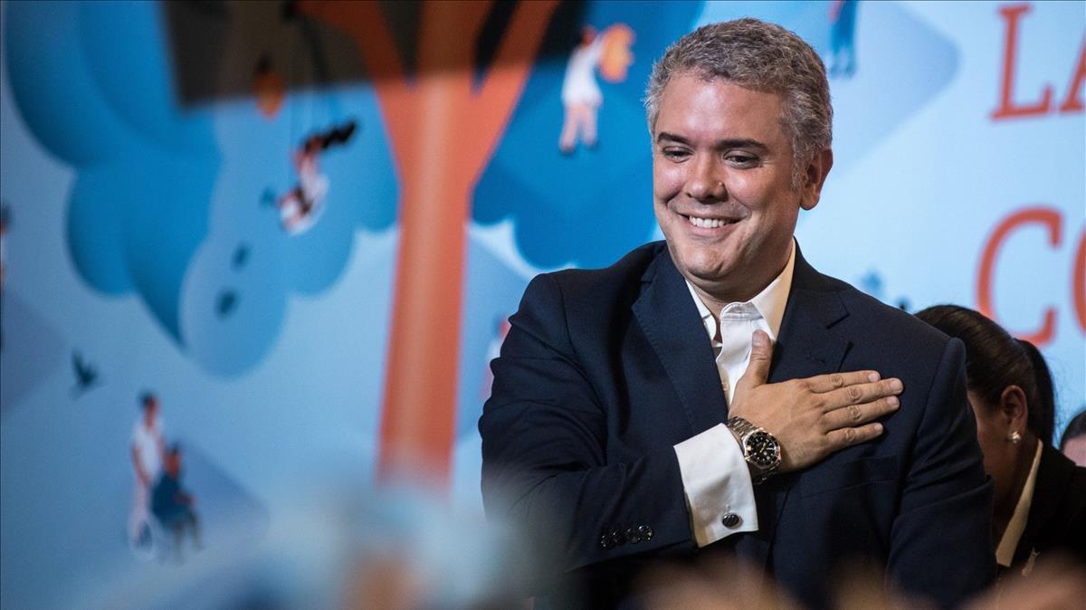 El presidente electo de Colombia, el derechistaIván Duque, celebra su victoria la noche electoral.