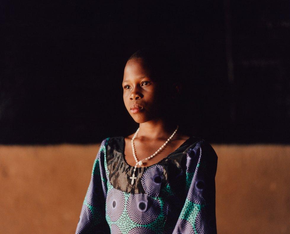 Kavira, de 11 años, cuenta que su amiga ya no va a la escuela porque la gente le tiene miedo ya que su madre murió de ébola.
