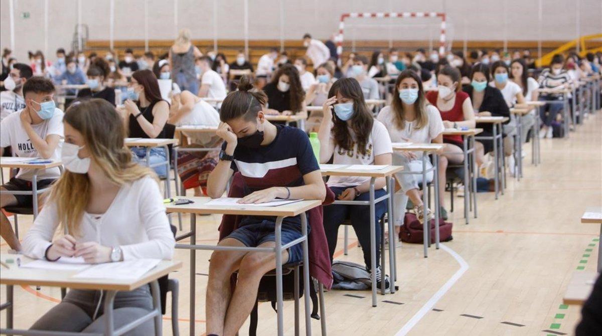 Estudiantes de Navarra, en pleno examen de la EvAU, la semana pasada.