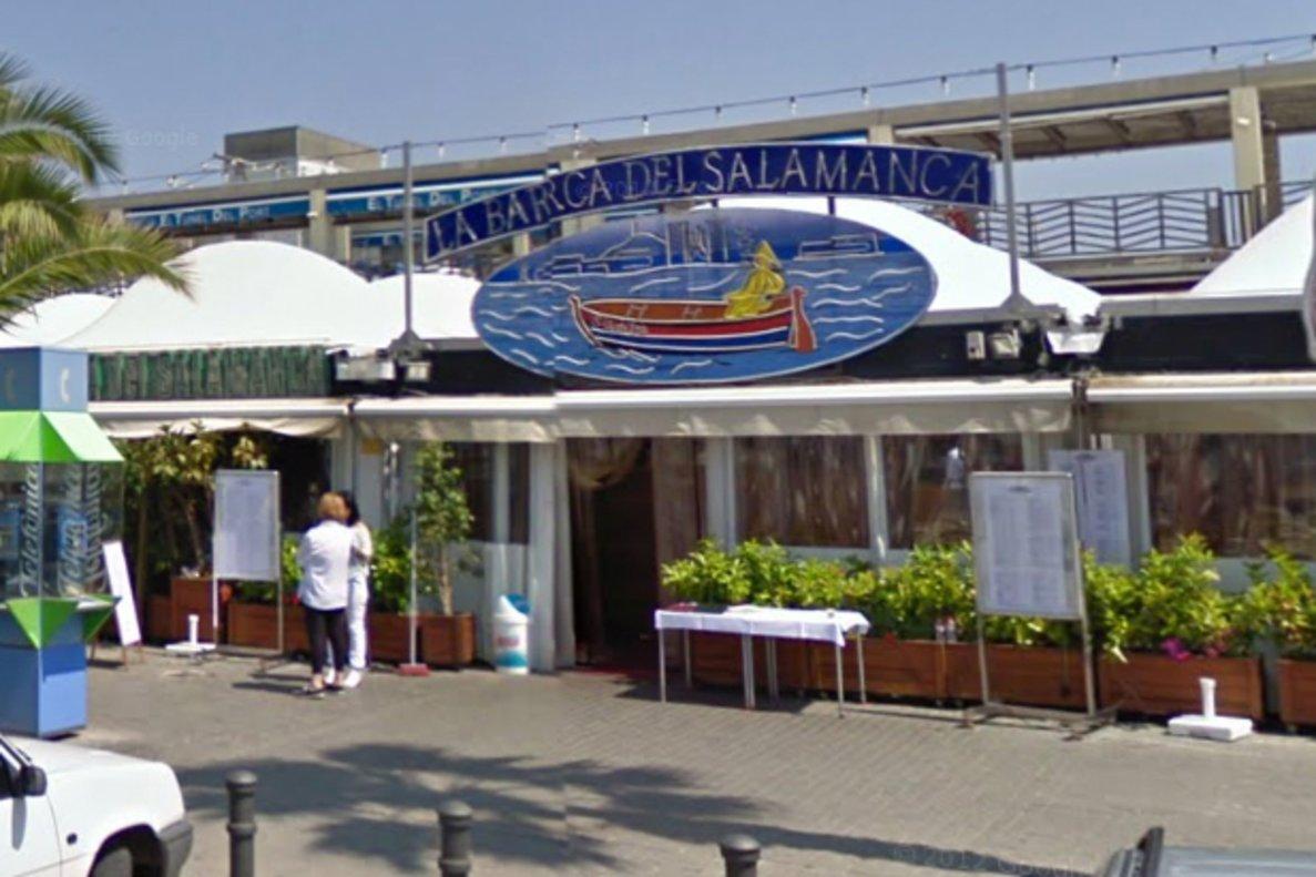Fachada del restaurante La barca de Salamanca, en el Port Olímpic de Barcelona.