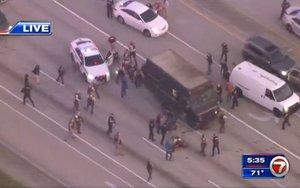 La policía de Florida persigue a unos ladrones.