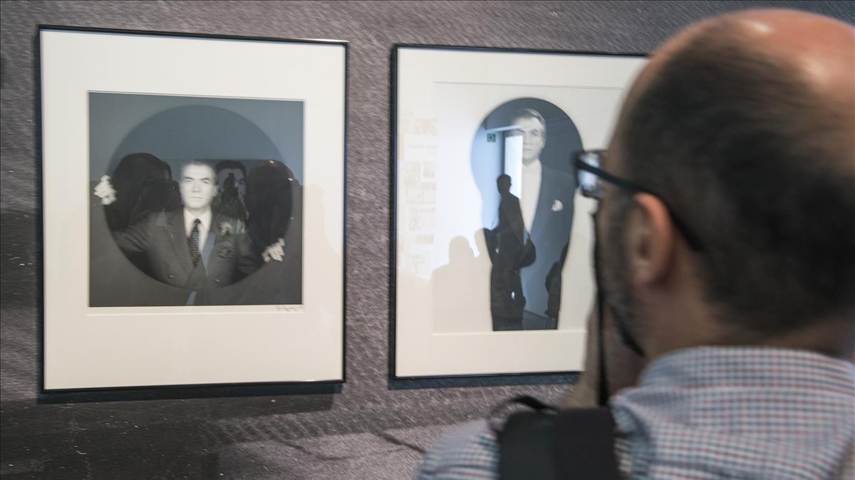 Fotografiasde Vijander, de 1984, realizadas por Robert Mapplethorpe,expuestasen la muestra de la Fundació Suñol sobre el galerista.