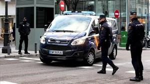 El furgón policial con los detenidos llega al Tribunal Supremo.
