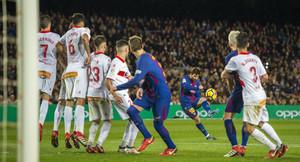 Messi marca el 2-1, en el Camp Nou.