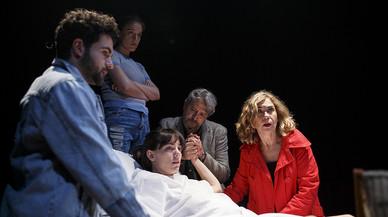 Cedó y Belbel conmueven en la Beckett con 'Una gossa en un descampat'
