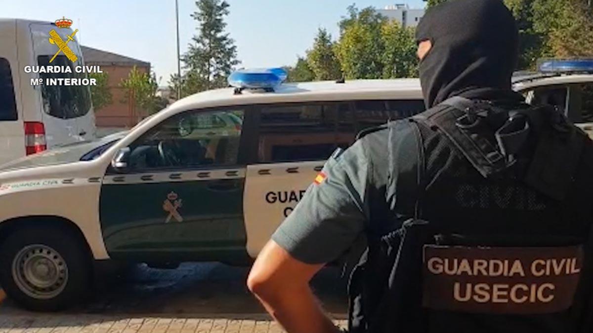 La Guardia Civil desarticula una estructura dedicada al reclutamiento de yihadistas en Mataró.
