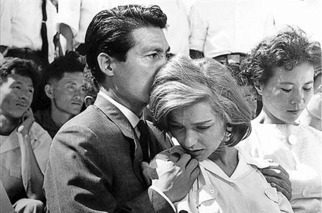 Hiroshima mon amour, filme con guion de Marguerite Duras.