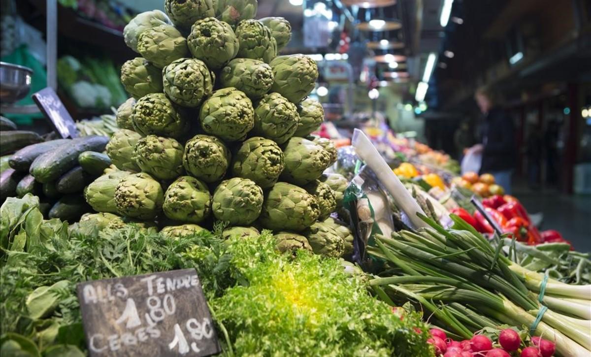 Puesto de frutas y verduras en el mercado de Santa Caterina.