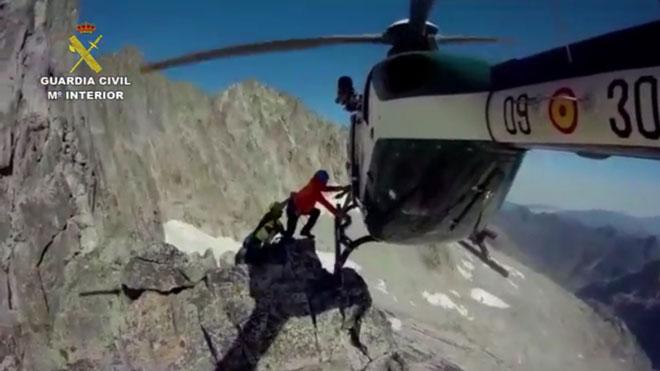 Impresionante rescate de la Guardia Civil en los Pirineos.