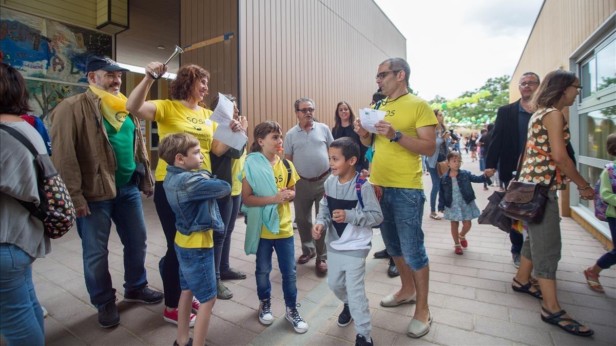 Inicio del curso escolar en la Escola Pinetons de Ripollet. LaAMPA reivindica la continuidad de la escuela pública.