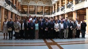 Foto de familia de los participantes en la constitución del Pacte Nacional dUniversitats.