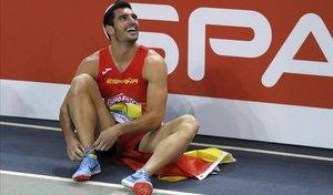 Jorge Ureña, al final de la carrera de 1.000 metros que le daba el oro en heptatlón.