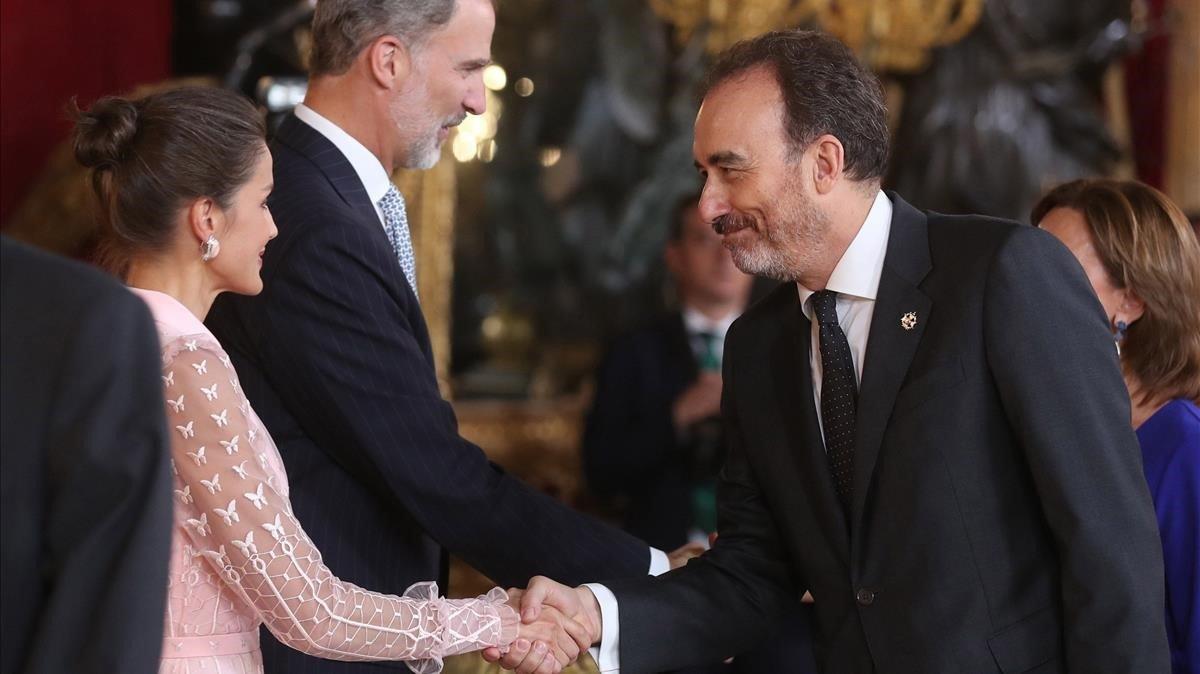 El juez del Supremo Manuel Marchena saluda a los Reyes, en la recepción en el Palacio Real,