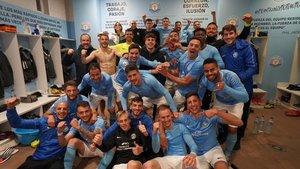 Los jugadores del Ibiza celebran el triunfo en la Liga.