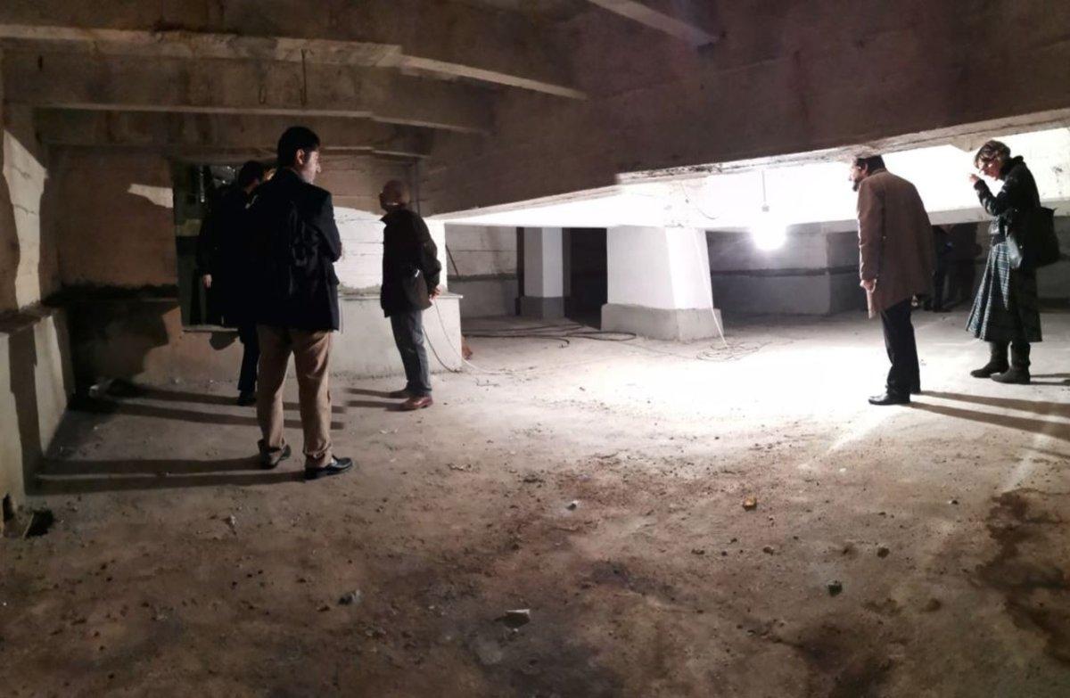 Las familias acceden a la cripta del Valle de los Caídos.