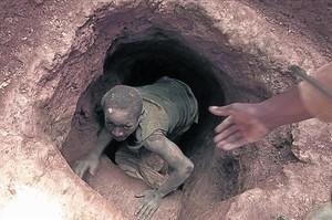 En las minas de coltán trabajan niños en condiciones infrahumanas.