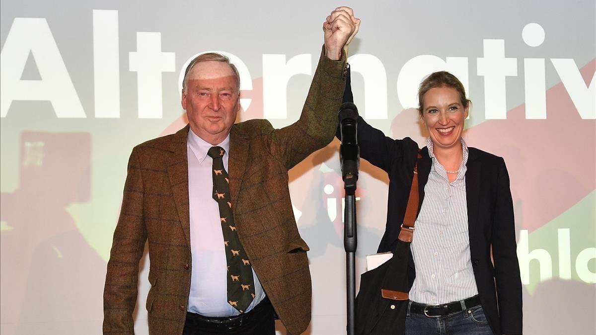 Los candidatos de Alternativa para Alemania (AfD), Alexander Gauland y Alice Weidel, celebran su éxito electoral.
