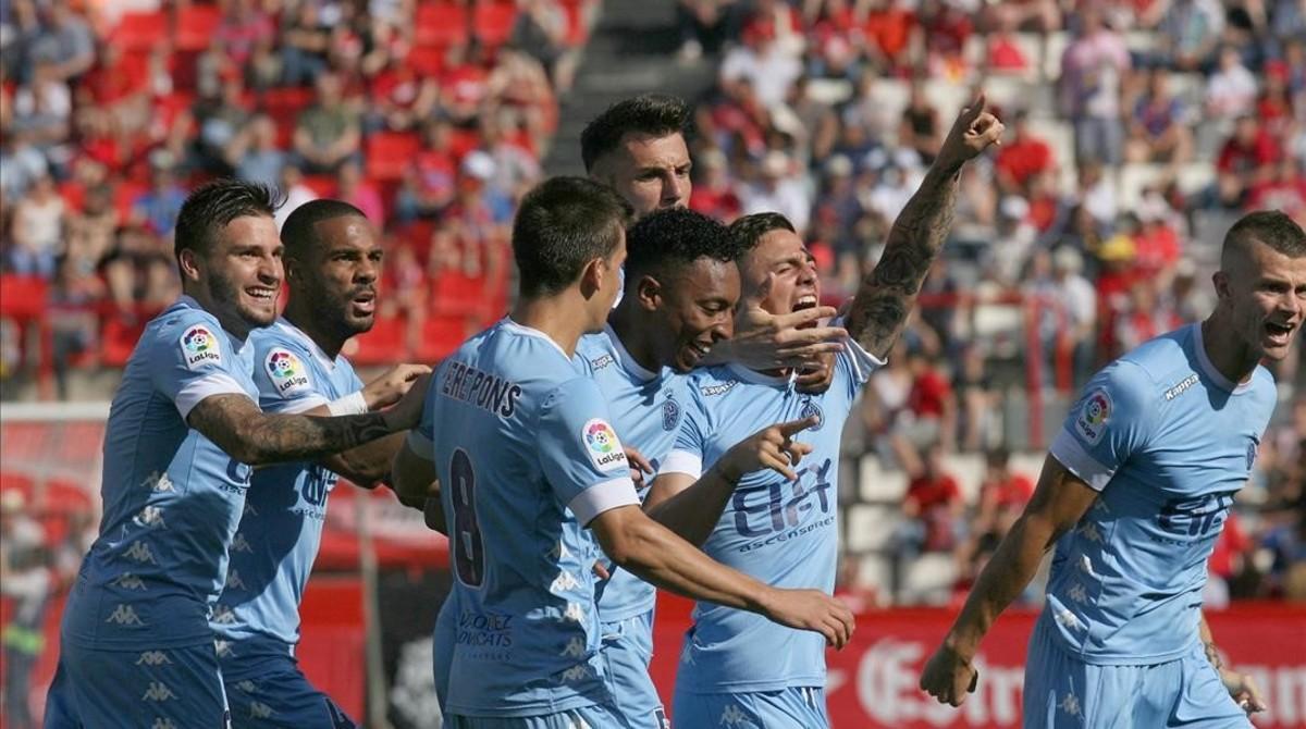 Los futbolistas del Girona celebran el gol marcado por Pablo Maffeo contra el Nàstic.