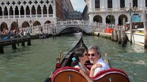 Macchiarini, en compañía de la productora de televisión Benita Alexander, en Venecia, en una foto divulgada por ella misma.