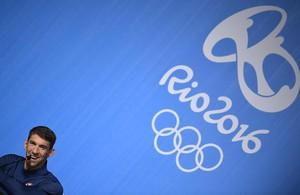 Michael Phelps, el abanderado de la delegación de Estados Unidos.