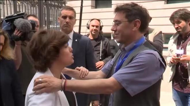 Sáenz de Santamaría, le ha respondido: A mí no me gusta que lleguéis, pero esto es la democracia.