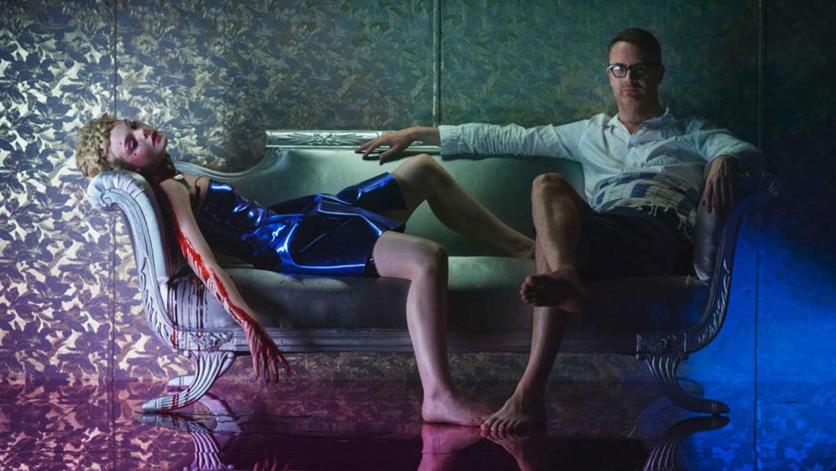 Nicolas Winding Refn y Elle Fanning, en una imagen promocional de The neon demon