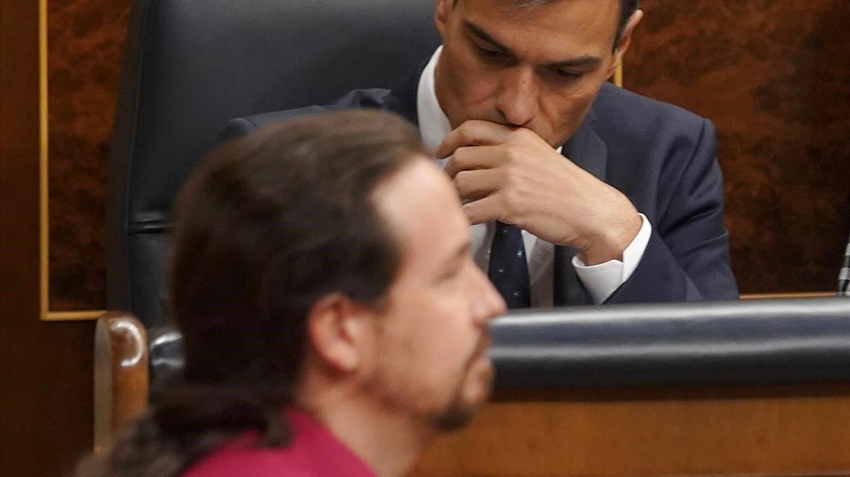 Pablo Iglesias, ante Pedro Sánchez, en una imagen del pasado octubre, en el Congreso de los Diputados.
