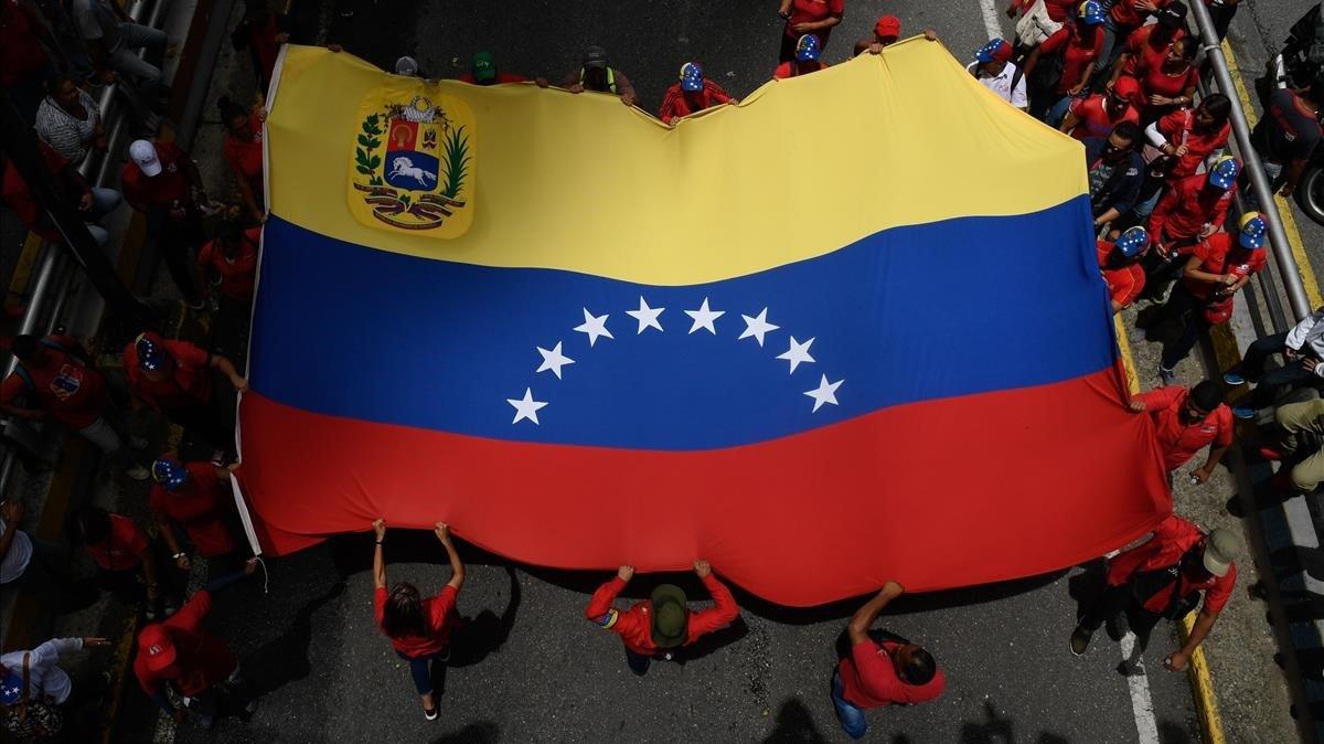 Partidarios del presidente venezolano Nicolás Maduro participan en una manifestación en apoyo al gobierno y en contra del reciente informe sobre Venezuela de la ONU para los derechos humanos, en Caracas, el 13 de julio de 2019