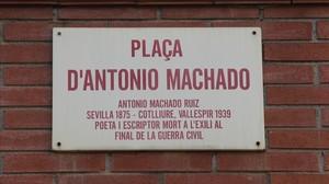 Placa de la plaza de Antonio Machado de Sabadell.