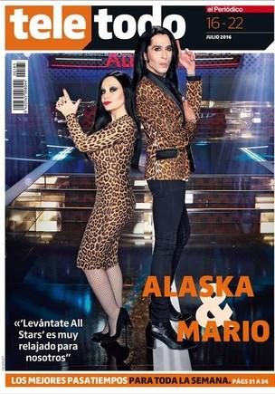 Los cantantes Alaska y Mario protagonizan la portada del suplemento 'Teletodo'.
