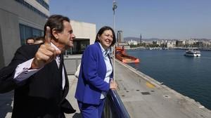 El presidente del Port de Barcelona, Sixte Cambra, y la comisaria europea de Transportes, Violeta Bulc.
