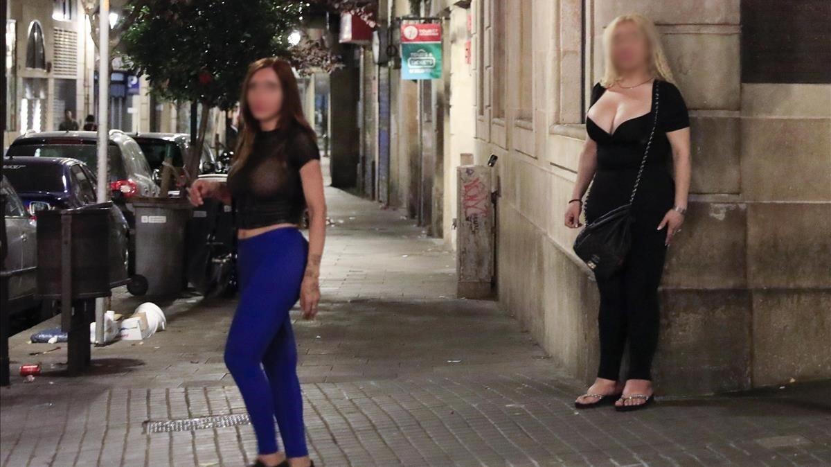 La Rambla de Barcelona en la esquina con la calle del Hospital, una de las zonas donde se ofrecen servicios de prostitución.