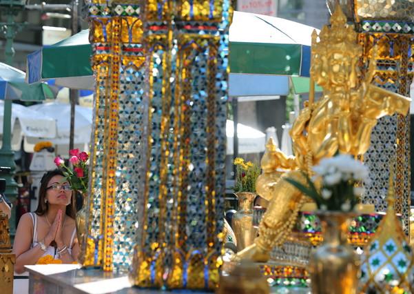 Una mujer turista visita el santuario de Erewan, este miércoles.