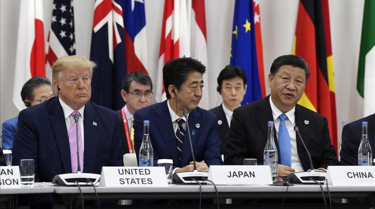 El presidente chino, Xi Jinping, interviene en la sesión del G-20 sobre economía digital en presencia del presidente de EEUU, Donald Trump, y del primer ministro japonés, Sinzo Abe.