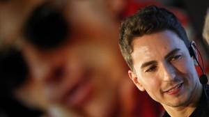 Lorenzo no descarta retirar-se si Ducati no el renova