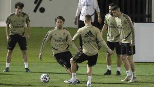 Los jugadores del Real Madrid en una sesión de entrenamiento en Arabia Saudí.