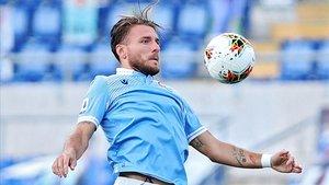Immobile controla un balón en el duelo ante el Brescia.