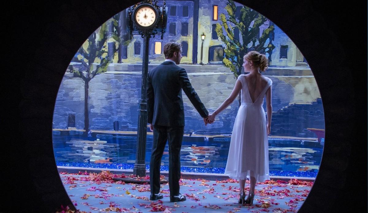 Ryan Gosling y Emma Stone, en un evocador fotograma de La ciudad de las estrellas (La La Land).