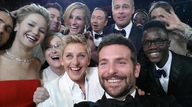 El Selfie dels Oscars Jared Leto, Jennifer Lawrence, Meryl Streep, Ellen DeGeneres, Bradley Cooper i Peter Nyong'o Jr., Channing Tatum, Julia Roberts, Kevin Spacey, Brad Pitt, Lupita Nyong'o i Angelina Jolie.