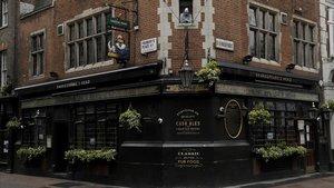 El 'Shakespeare's Head' pub, situado en laGreat Marlborough Street, de Londres, con las puertas cerradas.