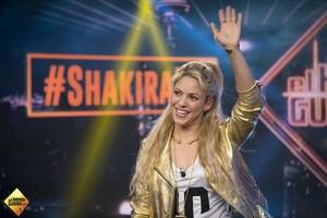 Shakira, anoche, en varios momentos del programa El hormiguero, que dirige y presenta Pablo Motos.